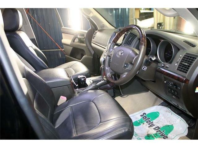 内装は中古車の中では非常に程度も良いです♪また、ご納車前には更に隅々まで美装しますので、ご安心下さい☆ネット未掲載車両も多数ございますので、ご予算・ご条件に合わせた車両のご提供も可能ですよー(^^)v