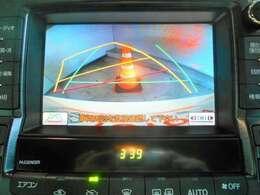 バックモニター搭載で車庫入れ安心。バック中の死角部分がモニターに映し出されるので安全性アップ。
