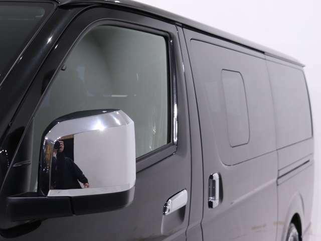 小窓付き車両車両となります。スクリーンドアなどのカスタムも可能です!