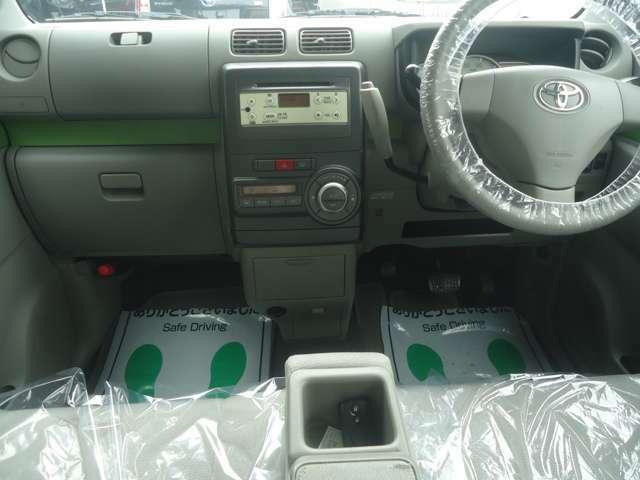 安全装備のエアバッグはもちろんのこと急ブレーキを防ぎ安全にブレーキをかけてくれるABSも装着されています