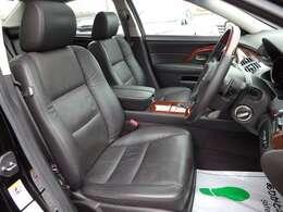 運転席シート☆豪華な黒革シート☆便利なメモリー機能付きパワーシートです☆
