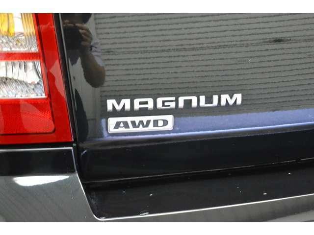 ダッジマグナムのSXT☆ 3.5LのV6エンジン。