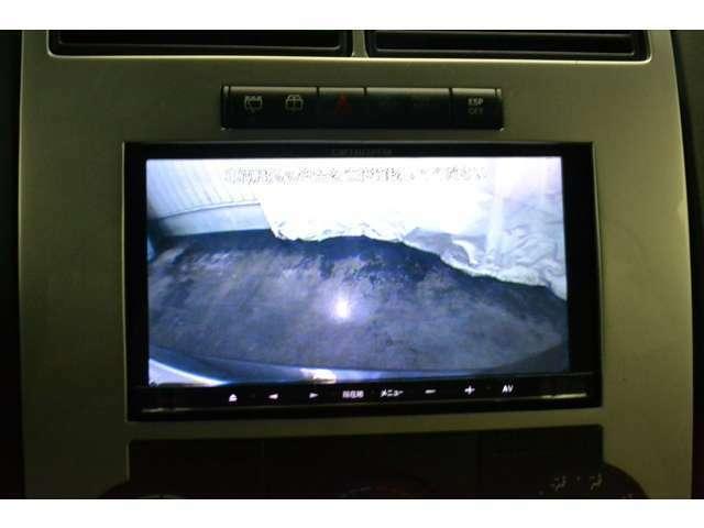 バックカメラ付き!!後方の死角がモニターにて確認できるので、駐車が苦手なかたや狭い駐車スペースでもスムーズに駐車が行えます。