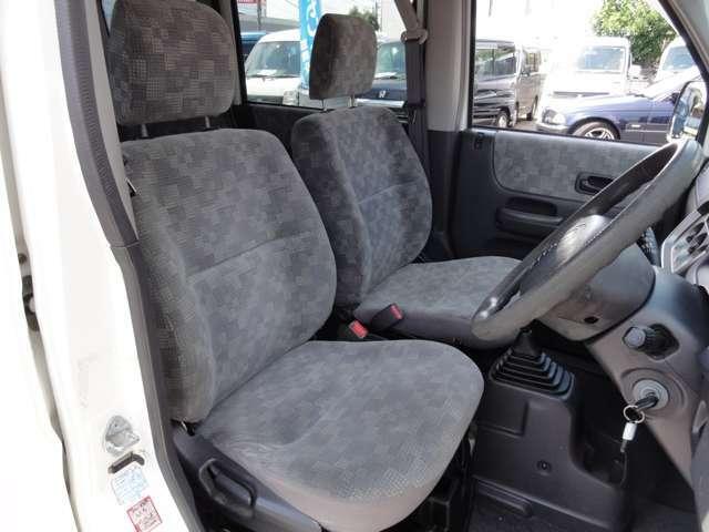気になる運転席の擦れもご覧の通り 綺麗な状態を保っています
