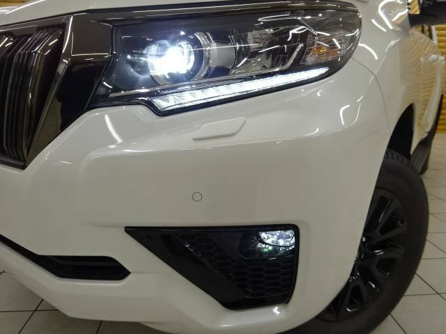 【LEDヘッドライト】を装備しており、夜間走行の視認性がアップするメリットがございます。