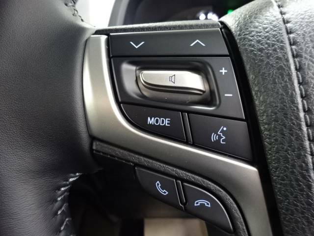 【ステアリングリモコン】走行中ハンドルを離すことなく安全にナビ操作ができます。