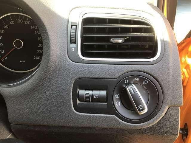 丸型ヘッドライトスイッチ!霧などで前が見えずらい時には、フォグランプがドライブをサポートします