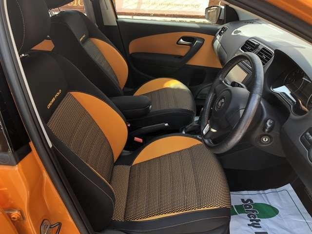 VWならではのシートはしっかりしていて長時間の運転でも疲れにくいです。又ヘタリも無く良い状態を保っております。(リフター付きで、シートの高さ調整も可能)