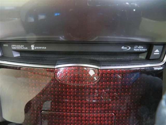 車内オーディオはブルーレイの再生にも対応しています。