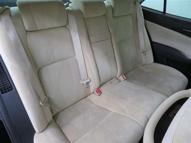 居住性の高い車内スペース。後席シートの座り心地も良好です。