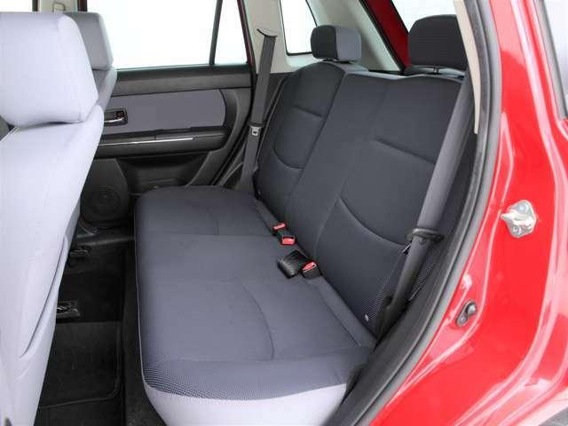 セカンドシートは3人掛け!乗車定員5人の5ナンバー車となります!