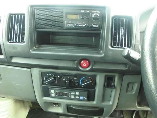 純正AMFMラジオ&エアコンコントロールユニットです。