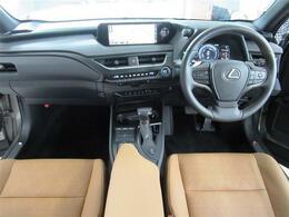 4WD・本革シート・パノラミックモニター・プリクラッシュS・全車速レーダークルーズC・LTA・BSM・シートエアコン・Sヒーター・Aハイビーム・電動ハッチバック・キックトランク・18AW・Cセンサー
