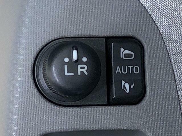 パワーウィンドウスイッチや電動格納ミラースイッチが運転席ドアに集約されています♪