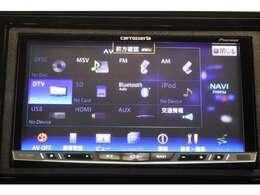 ナビゲーション&バックカメラが装備されているので、普段の使い勝手もロングドライブも快適です。