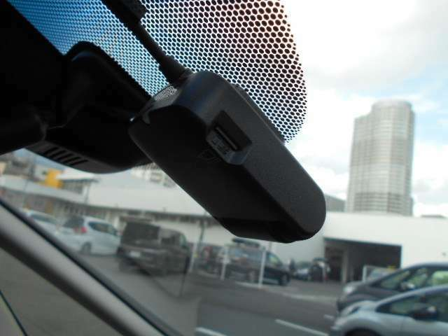 フロントドライブレコーダー装備。