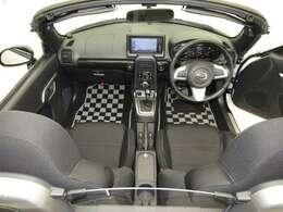 美しいデザインの運転席空間!フロントガラスの大きさや位置取りが良く、前方・右前・左前方向の視認証がいいですよ♪