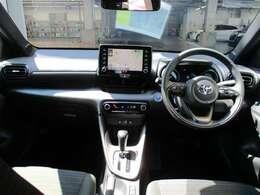 <コックピット> 見通しのいい視界で運転に集中できる、ドライバーズファーストな空間です。ぜひ店舗でご体感下さい。