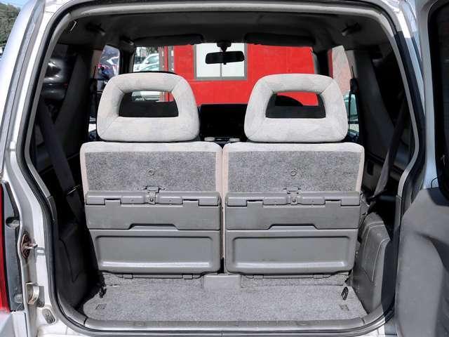 トランクは荷物がたくさん積めるように広く作ってあります。