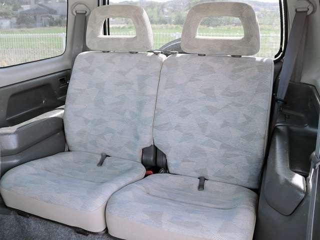 2列目シートもゆったり快適に座っていただけますので、後部座席にお乗りの方も楽しくドライブに参加していただけますよ。