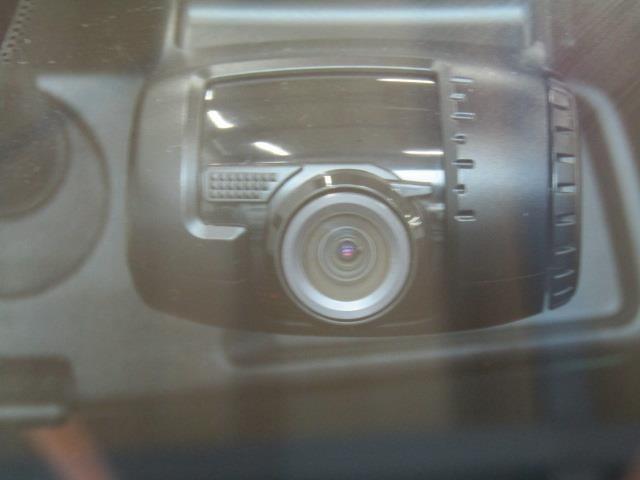 トヨタ純正カメラ一体型ドライブレコーダー搭載車両です。もしもの場面を記録に残すだけでなく、ドライブや観光地での景色を記録に残すことで再度見ることができますよ♪