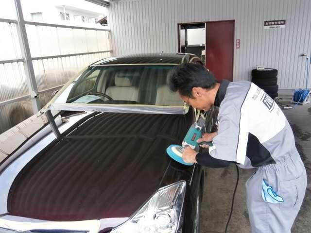Aプラン画像:静岡トヨタがおすすめするボディコートです。ボディコーティングの施工前に磨き作業があります。これで小キズや汚れを取り除きます。