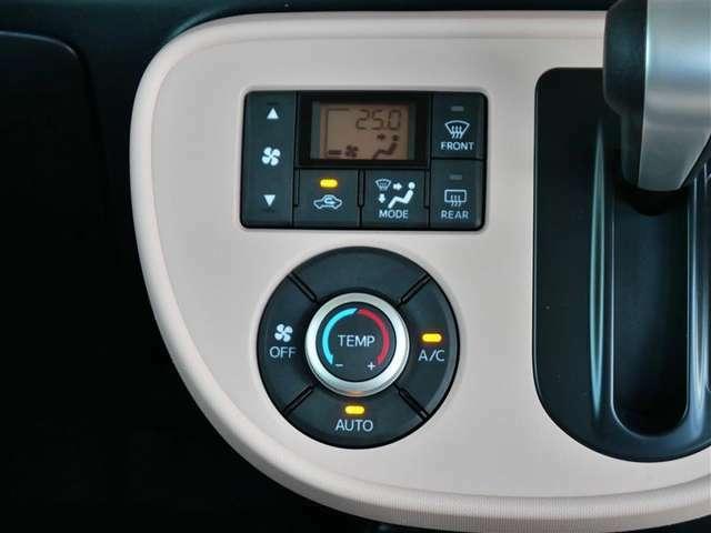 【エアコンまわり】しっかりまとまった感のあるインパネ。各操作スイッチなども使いやすい位置に配置されていますよ。