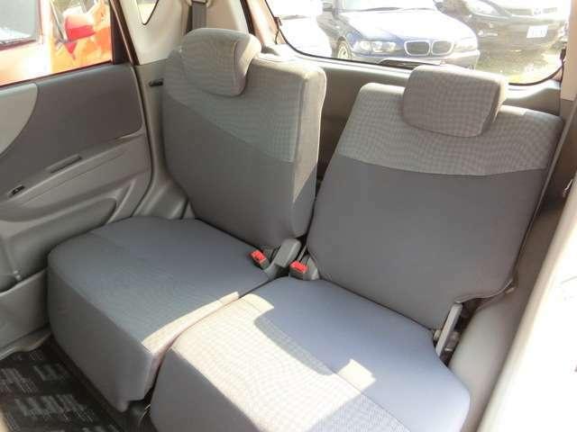 後部座席も状態が良く丁寧に乗られてきたのが分かります。リクライニング・スライド機能が付いているので後部座席でも快適!
