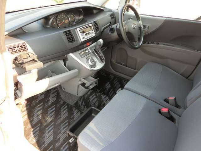 収納多数!小物を色んなところへ収納できるので車内も広々快適!