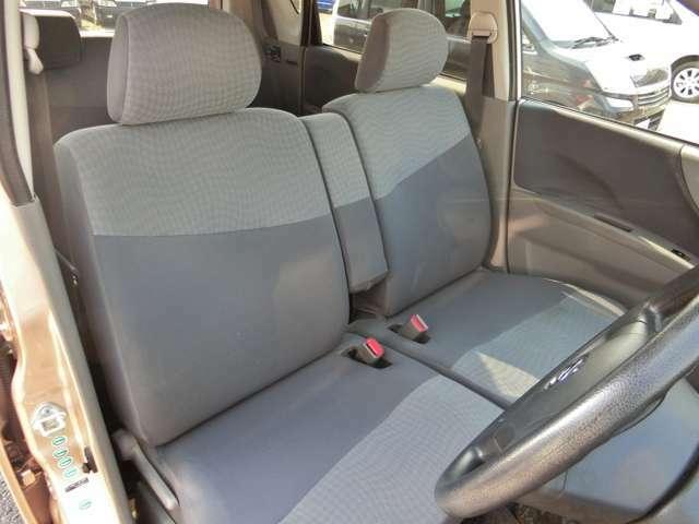 一番いたみやすい運転席!ご覧の通りシートの破れ、穴等がなく大切に乗られてきたのがわかります。
