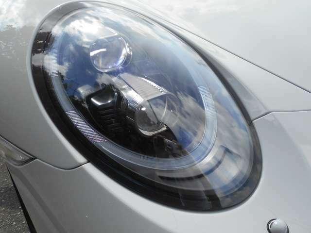 LEDヘッドライト・ポルシェダイナミックライトシステムプラス(PDLS)ボディ同色ヘッドライトクリーニングシステムも装備