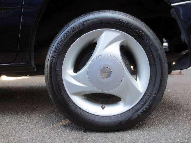 社外アルミホイールです。 タイヤの残山もバッチリ有ります!