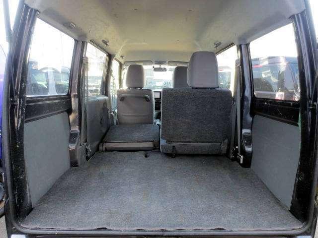 3人乗車でも積載スペースは広~いです! この状態で自転車の積載も可能なのです!