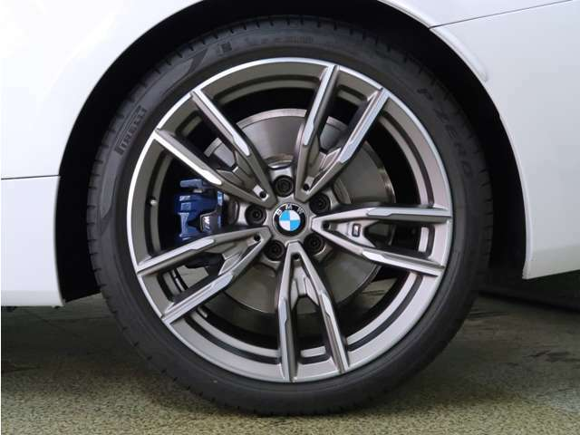 BMW認定中古車は100項目にも上るポイントを徹底的にチェック。エンジンやトランスミッション、電気系統やコンピュータ・システムなどを詳細に点検。交換基準に達した部品は整備した後にご納車いたします。