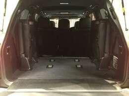 トランクルームは電動サードシートにより格納が可能ですのでたくさんの荷物の積み込みが可能です!!パワーバックドア・イージークローザーも搭載いておりますので、手が塞がっていてもボタン1つで開閉可能です♪♪