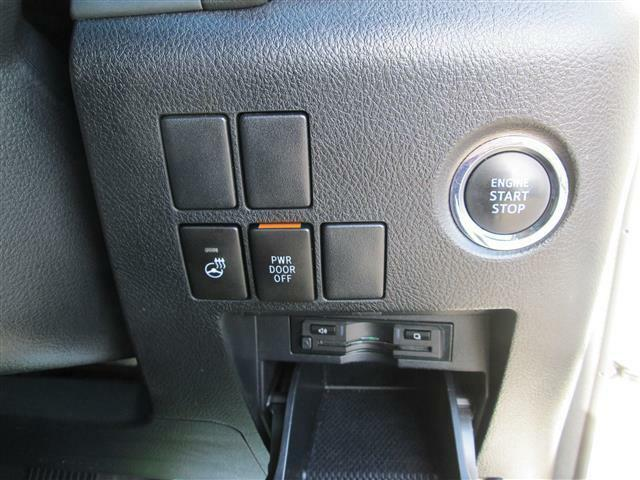 ◎ハンドルヒーターや使いやすいプッシュスターターのお車です!!