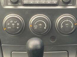 【マニュアルエアコン】寒い冬も暑い夏でも全席に快適な空調をお届け致します。