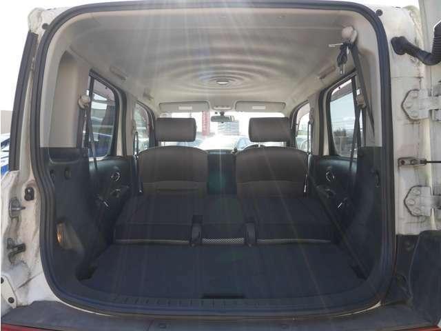 【 セカンドシート 】 足元天井ともに広く快適なシートとなっております。