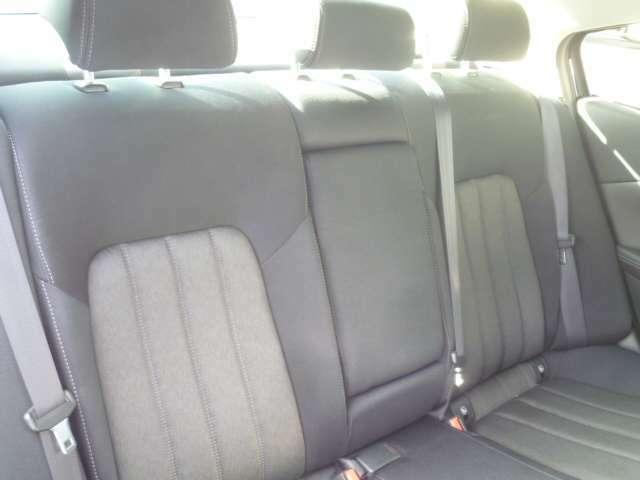 後席もゆとりある空間で、ゆったり快適にお過ごし頂けます。