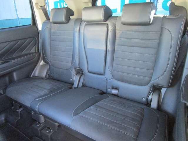 後部座席も当然、綺麗・清潔に仕上げます。