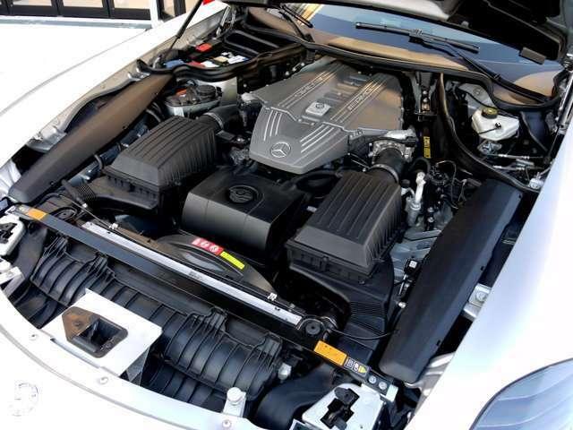 GT専用にチューニングが施され、591ps(ノーマル比+20ps、カタログ値)を達成するとともに、アクセルレスポンスやシフトレスポンス(Mモード時)も向上。