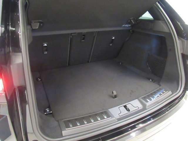 全長438cmとしては広々としたラゲッジルーム、ベビーカーでも楽々積載可能です。