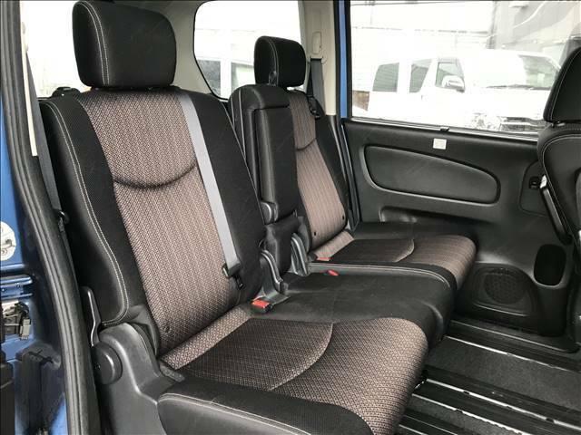 セカンドシートの状態も良好です!後席に8人乗車していただいても十分の広さなのでレジャーや旅行にもオススメの一台です!