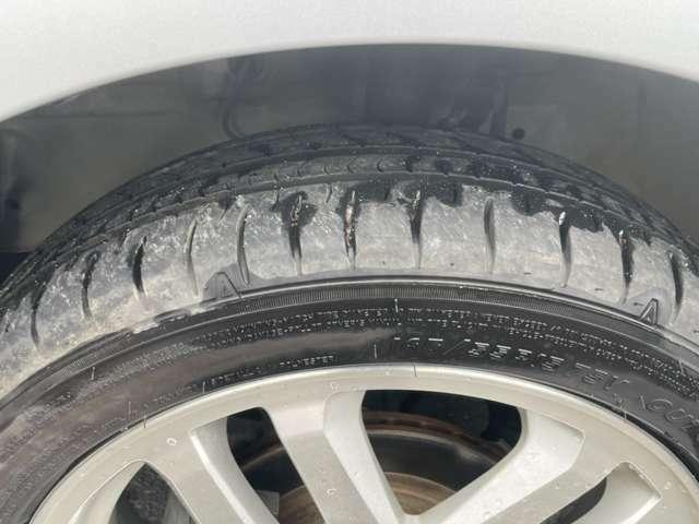 タイヤホイールです。タイヤの残量も残っています。お買い求めし易い金額で新品タイヤへの交換も対応可能です。