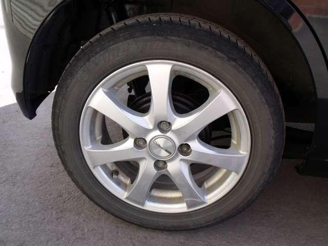 アルミホイール付きのタイヤです。おしゃれは足元から♪