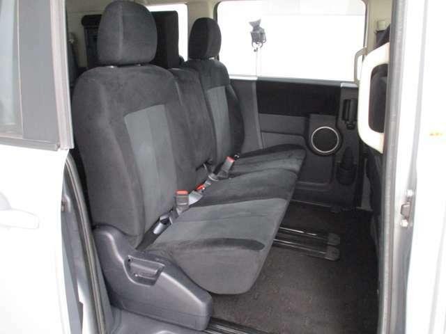 デリカには7人乗りと8人乗りのタイプがありますが、このお車は8人乗りタイプです♪8人乗りはセカンドシートがベンチシートになっていてゆったり座れるのが良いです♪