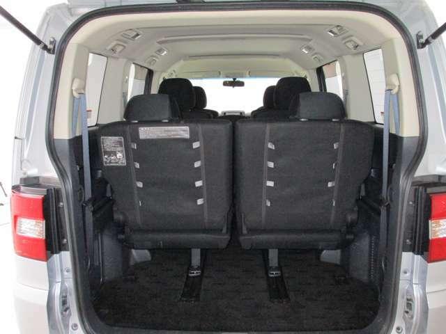 お使いのスタイルに合わせて荷室&シートアレンジ可能です♪こちらはフル乗車でこのような感じになります♪