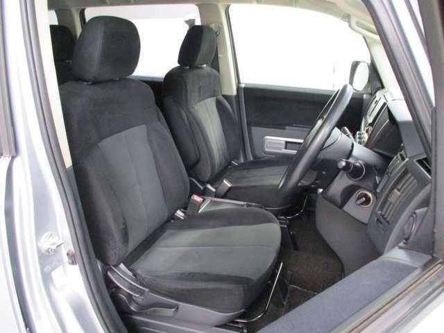 運転席はとっても見晴らしが良いです!大きい車の運転は苦手だなという方も、この高い目線と小回りの良さを体感していただきたいです♪