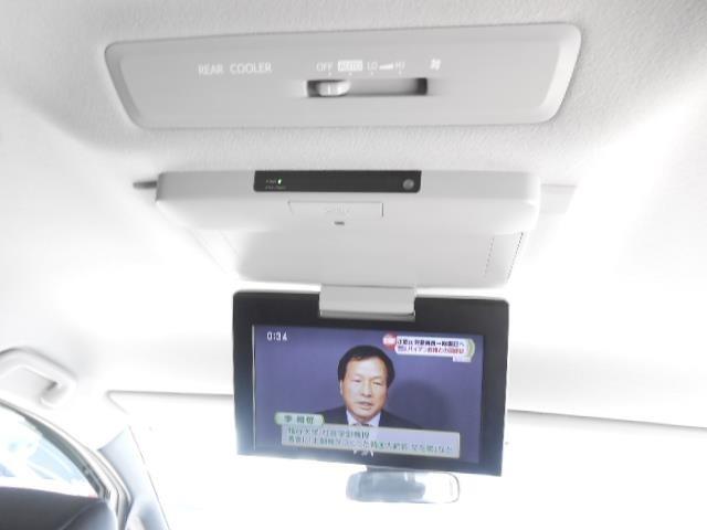 後席モニター付き!後席の人でもテレビやDVDが見れちゃいます。子供や赤ちゃんには特にうれしい装備ですね。