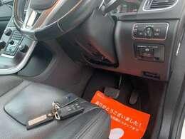 鍵は持ってるだけでOK!ワンタッチでエンジンがかかります!鍵をかばんから探す手間が省けます!便利な機能・スマートキー・プッシュスタートの装備です!